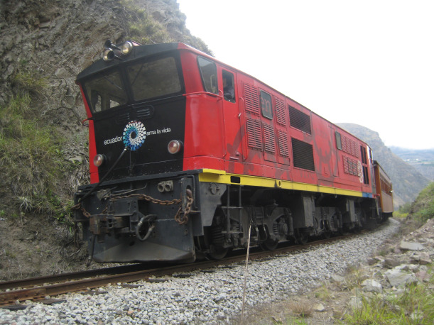 Alausi train